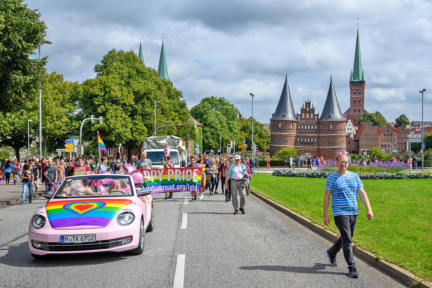 """Das war """"schrill und bunt"""" beim CSD in Lübeck"""